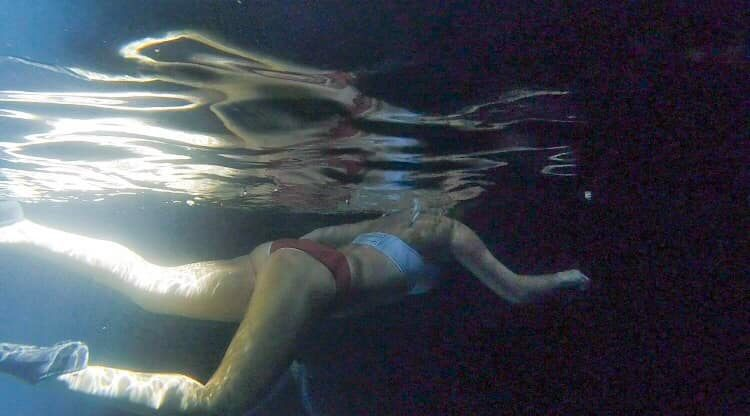 underwater shot of a woman swimming at Devli's Den in WIlliston, Florida