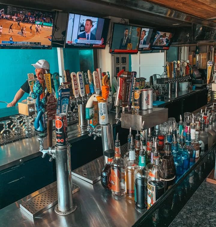 Best Beach Bar Clearwater Beach Surfside Taphouse beer taps