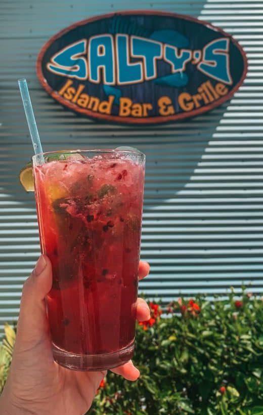 Best Beach Bar Clearwater Beach Salty's blackberry mojito